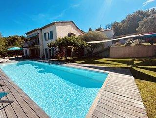 Rez de Villa avec Piscine et Magnifique Vue Mer à 5 min de St-Tropez