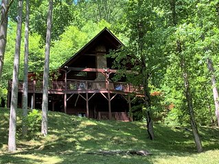 Trail's End 3 Bedroom 3 Bath Log Cabin right in Valle Crucis