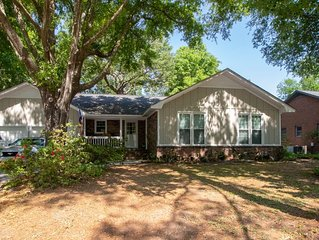 Simply Sunny Fun! 4BR Close to DT Chas & Beaches!