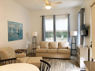 Apartment in town, steps away from shopping, great restaurants. And Bay