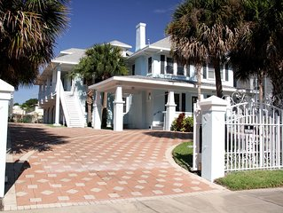 Large Daytona Beach home in the center of all!