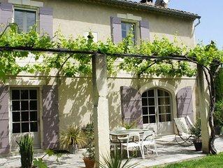 Mas provençal à Saint Remy de Provence dans parc arboré