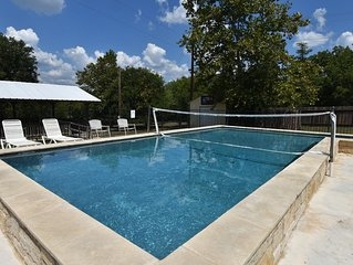 337 River House & Bunk House - Riverfront!  Volleyball Pool!