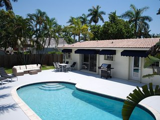 Private pool house 1 mile from Beach