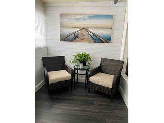 Luxury 1 and half bedroom on Lake Tarpon