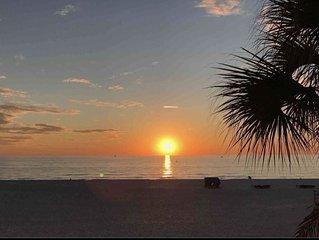 The Seascape Premier Beachfront Cottage: Gulf View, Pool, Hot Tub, BBQ, WiFi