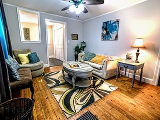 Woods Drive . Marietta Square & EZ access to I-75 ! COZY! wd