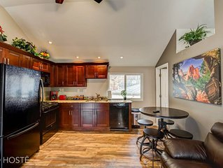 3BR Manitou Springs☆2min to Restaurants w/Hot Tub!
