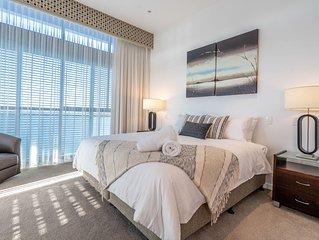 Penthouse Luxury Gold Coast! Waterfront Views! Free Wifi*Parking*Netflix