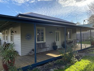 Healesville Cottage - just a short walk to the centre of town