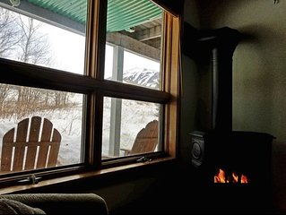 Spacious Ski In-Ski Out 1BR with Fireplace & Hot Tub