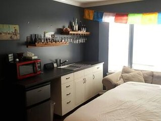 Huge basement, queen bed - by the lake