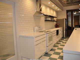 Only steps away from the beach, newly renovated home away from home (Jacquie)