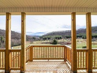 New Construction! Porch n' Pasture Farm by Buffalo Mountain Getaway