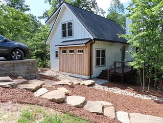 Newly Constructed Beautiful Cottage 3.5m to Historic Downtown Hendersonville