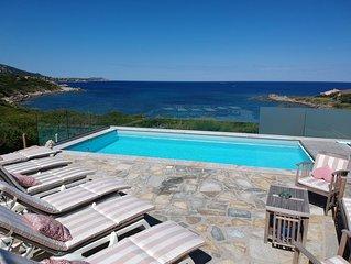 Villa pieds dans l'eau. Piscine. Vue exceptionnelle. Entre Calvi et Ile Rousse.