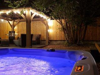 Large Private Gem, Huge Hot Tub, Patio, BBQ, Fenced Yard!