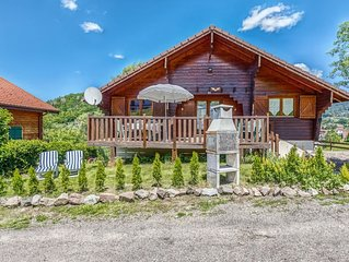Ground-floor home in authentic chalet in a unique location near the pistes in th