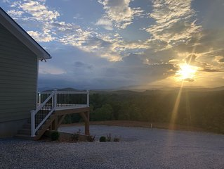New House with panoramic  Mountain View's Access to Lake James White Sandy Beach