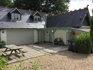 Charming Well Equipped Lodge by the Beautiful River Yarty