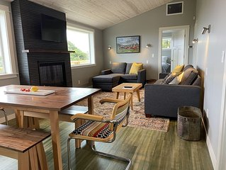 Completely remodeled, overlooking Heceta Beach, see and hear the surf.