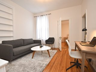 Charming Flat in Ottawa's Glebe Neighborhood (w/Parking)