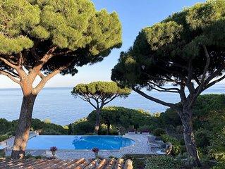 Villa avec vue mer exceptionnelle, piscine à débordement, accès privé à la mer.