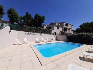 Appartements rez de jardin, vue sur piscine.