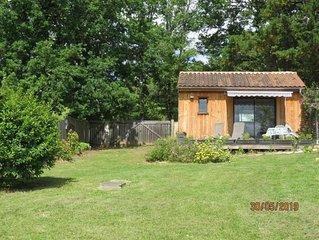 L'Ensoleillade  Petit Chalet écologique en bois de 19M2  dans jardin.  2 étoiles
