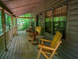 Peaceful cabin - Relax - Hot tub - WI-FI -Hulu- short walk to town-Campfire
