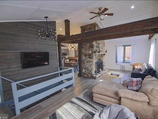 Stunning, luxury hunting cabin with rustic, Bavarian exterior +(Fire pit/kayak).