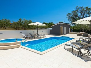 Villa with fantastic pool on the outskirts of Pula
