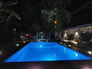 Villa con piscina e giardino. Palermo-Mondello (spiaggia)