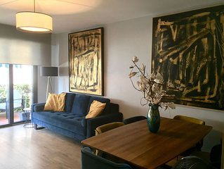 Trendy apartment, 500m from centre, 2 bathrooms, king size beds, secure parking