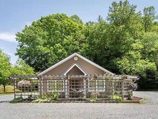 Charming  Cottage at Willow Creek Falls & Vineyard in Blue Ridge, GA