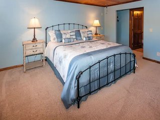 King Room at Willow Creek Falls minutes from Downtown Blue Ridge