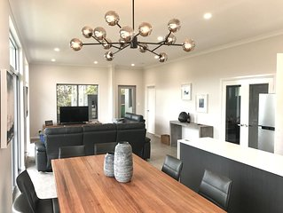 Peaceful Ridge Retreat - New Executive Residence