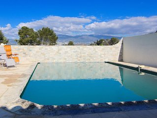 Charmante mas provençale avec piscine et superbe vue sur les collines de Grasse