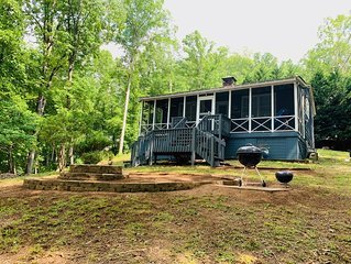 Adorable and Quaint Cabin on Quiet Lake Hartwell Cove