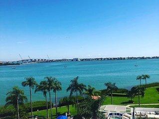 Top Floor Condo with beautiful bay views!