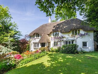 Forest Drove Cottage . Idyllic New Forest 6 Bedroom Thatched Cottage