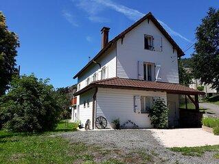 Maison de village rénovée avec terrasse plein sud et grand jardin