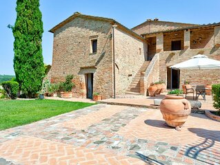 Scenic Holiday Home in Montalcino with Swimming Pool