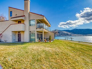 Waterfront condo w/ huge lake views & balcony - shared pools, tennis, docks