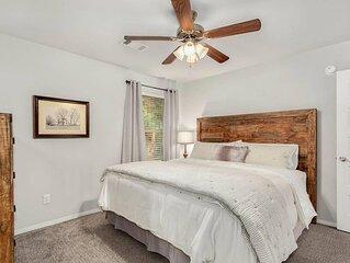 The Sicily House - Quiet Fayetteville Retreat