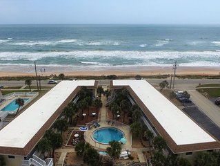 OCEAN VIEW CONDO w/ Pool, Cable/Netflix, Wifi, BEACH ACCESS. Ormond-by-the-Sea