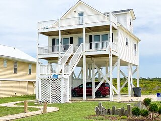 Incredible oceanfront views with the beach at your front door.  Pet friendly!