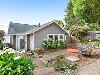 Gorgeously styled bungalow overlooking Bodega Harbor, walk to town - dogs OK!