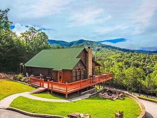 (New Listing) AWESOME MOUNTAIN VIEWS, Theater Room,Hot Tub!!!