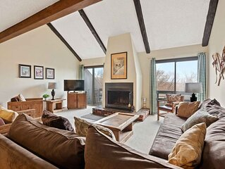 Ski Camelback Fun! Sleeps 6! Cozy Fireplace!